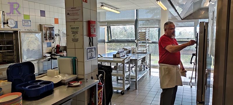 cuisinier 1 de la résidence Jehan Rippert - St Saturnin les Apt Ehpad en Vaucluse